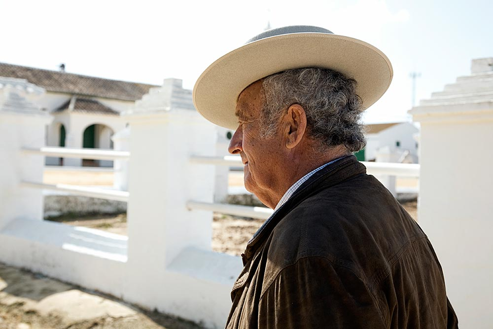 "Jaime Guardiola is a breeder and owner of the Yeguada Guardiola Fantoni, family-run farm since 1888. The animals are kept at the Ranch ""El Pinganillo"" in Utrera (Seville). The family cultivates cereals and breeds PRE horses as well as bulls. Mr. Guardiola has been a famous torero."
